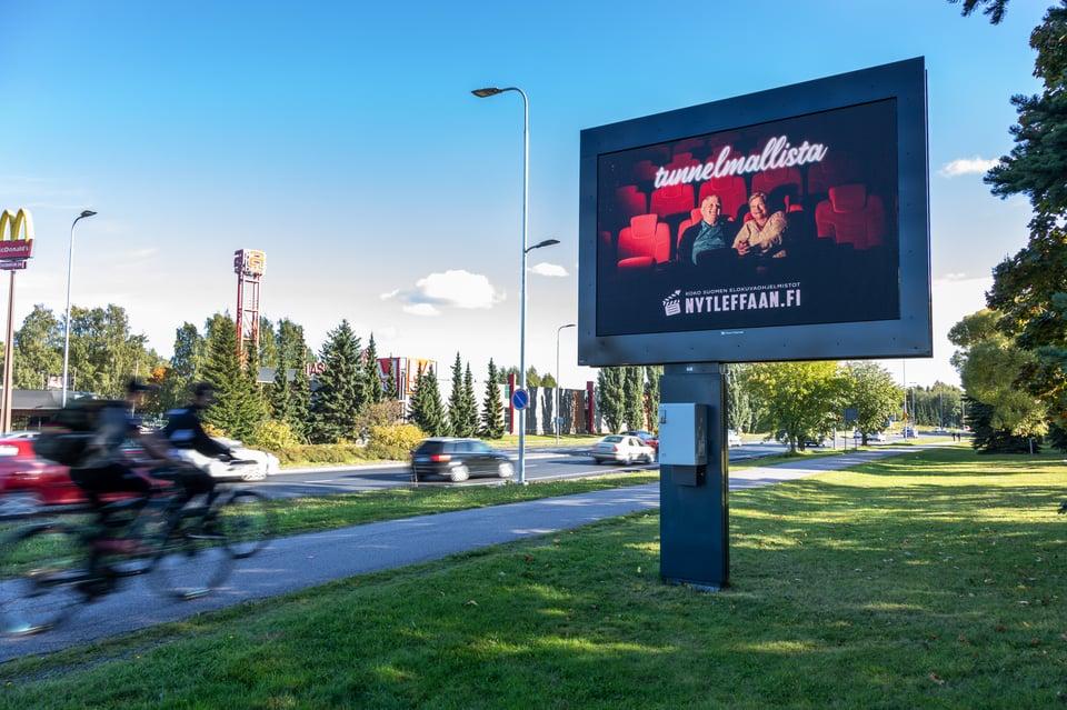 Tampereen mainosverkostoa laajennettiin upeilla kaksipuolisilla pinnoilla